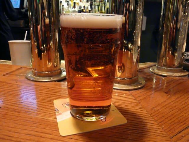 biere-dans-un-bar
